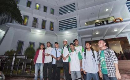pemuda-masjid-jaga-gereja